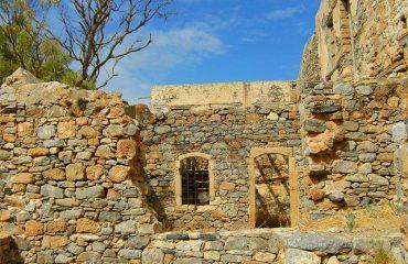 Spinalonga-ruins-and-blue-sky