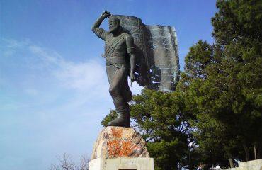 Statue-Flag